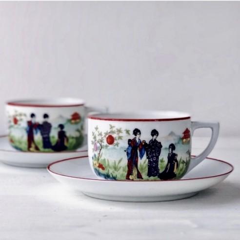 set dvou porcelánových šálků s podšálky