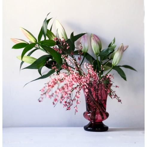 skleněná rubínová váza