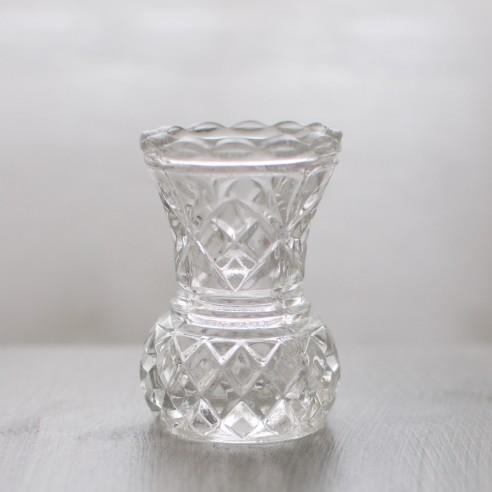 skleněná váza malá