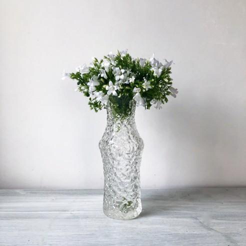 lisovaná váza z čirého skla