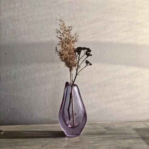 váza z hutního alexanritové skla
