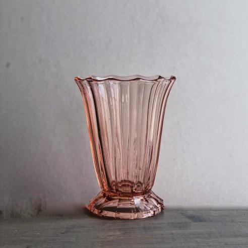 váza z růžového křišťálového skla