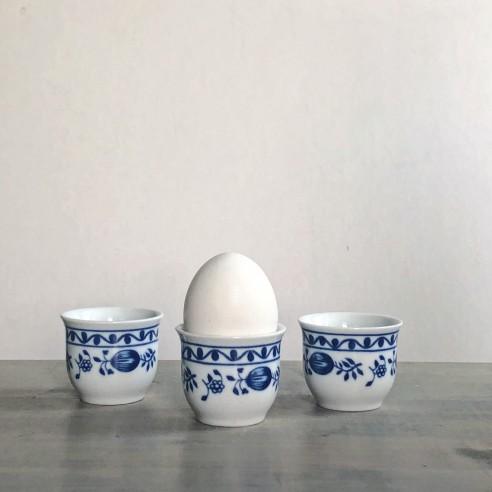 set tří kalíšků na vajíčka nebo slivovici