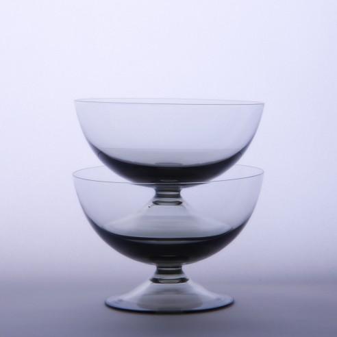 kouřovo-šedivé poháry