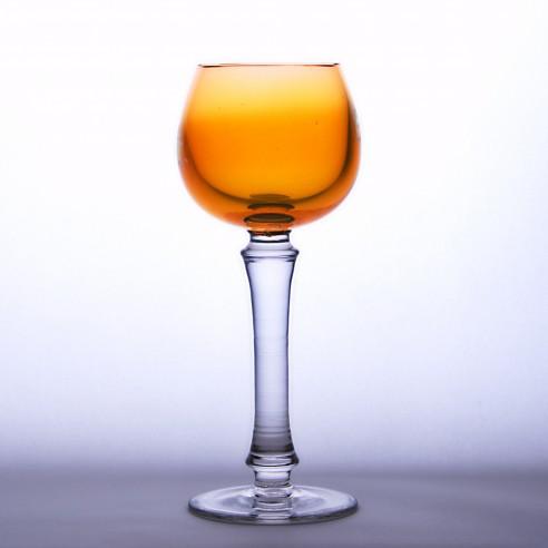 sklenka na víno medová
