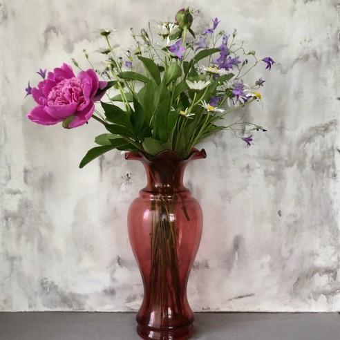váza rubínová s kanýrkem